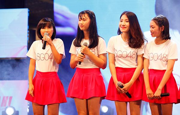 Vượt qua hơn gần 8.000 thí sinh và 3 vòng thi tuyển, 28 thành viên của SGO48 vừa được tuyển chọn từ 1 tháng trước. Sau một tháng nhận sự đào tạo gấp rút từ đội ngũ đến từ Nhật Bản, các cô gái gây ấn tượng bởi phong cách trình diễn đầy tự tin, đáng yêu và tràn đầy năng lượng.