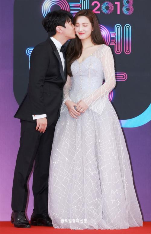 Seol Hyun bị chê kém sắc hơn idol mới sinh con trên thảm đỏ KBS Entertainment Awards [23/12 - 14:49] - 3