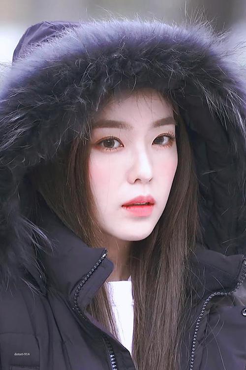 Mỹ nhân của nhà SM đã có một năm thành công khi liện tiếp có nhiều hợp đồng quảng cáo giá trị khủng, lọt top thương hiệu hàng tháng và đứng đầu danh sách nữ nghệ sĩ ở lĩnh vực quảng cáo. Nhan sắc nổi trội là lý do khiến Irene đi đâu cũng trở thành tâm điểm chú ý.