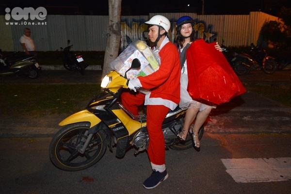 Những Ông già Noel đặc biệt mùa Giáng sinh ở Đà Nẵng - 2