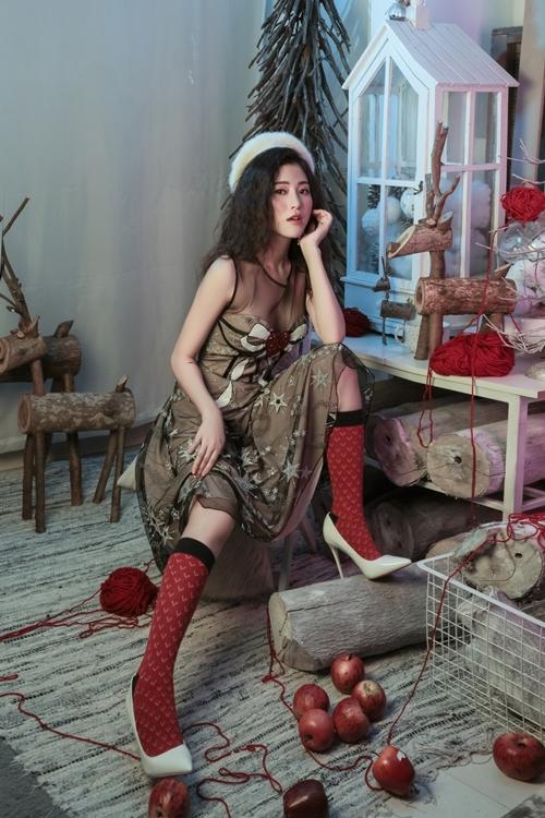 Ngọc Ánh hóa công chúa mùa đông trong ngày Giáng sinh