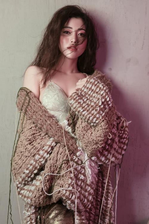 Ảnh: Nguyễn Du, Make up: Huy Bùi, Stylist: Mạch Huy