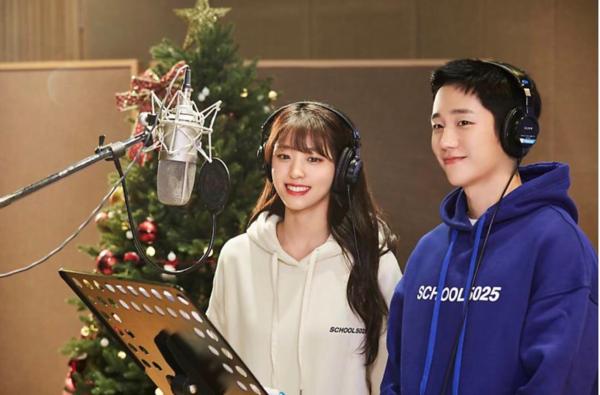 Mỹ nam Jung Hae In kết hợp cùng báu vật quốc dân Seol Hyun trong bộ ảnh của FNC Entertainment. Hai ngôi sao được khen ngợi về vẻ ngoài đẹp đôi như một cặp nam nữ chính màn ảnh nhỏ.