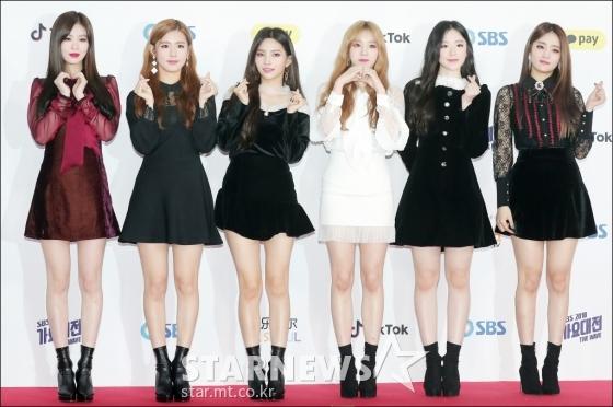 Tân binh của năm (G)I-DLE ghi điểm nhờ phong cách thời trang trẻ trung, mỗi cô gái đều có cá tính riêng.