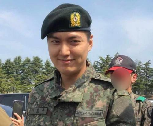 Lee Min Ho mặt tròn xoe trong thời gian thực hiện nghĩa vụ quân sự.