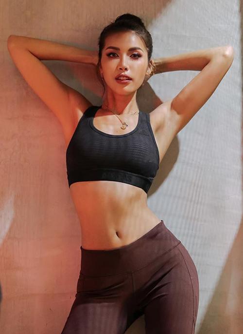Minh Tú khoe thân hình săn chắc, vòng eo gọn gàng với đồ tập gym.