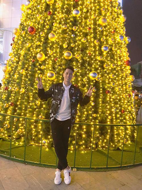 Đình Trọng gửi lời chúc tới người hâm mộ: Merry Christmas  Trọng chúc mọi người có một giáng sinh thật vui vẻ và hạnh phúc bên người thân