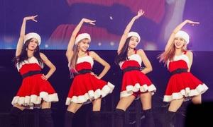 Black Pink hóa 'bà già Noel' sexy, Jennie bị chê mặc váy quá ngắn