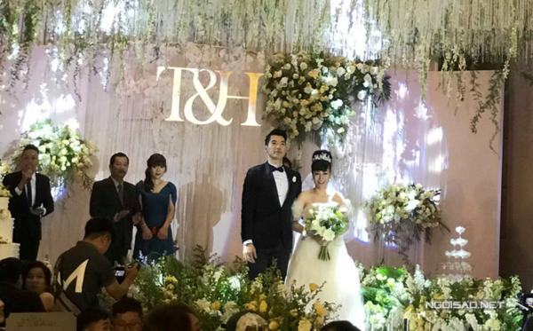 Bảo vệ nghiêm ngặt nhưng hình ảnh trong tiệc cưới Trương Nam Thành hôm 18/11 ở Hà Nội vẫn lọt ra ngoài.