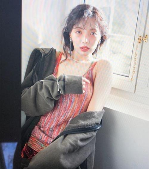 Đáng báo động nhất là khi người đẹp rơi vào tình trạng gầy xọp khiến gương mặt hốc hác, cùng với mái tóc xoăn tít, Hyun Ah trông càng già nua.