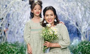 Chị Nguyệt 'thảo mai' khoe con gái 7 tuổi catwalk chuyên nghiệp