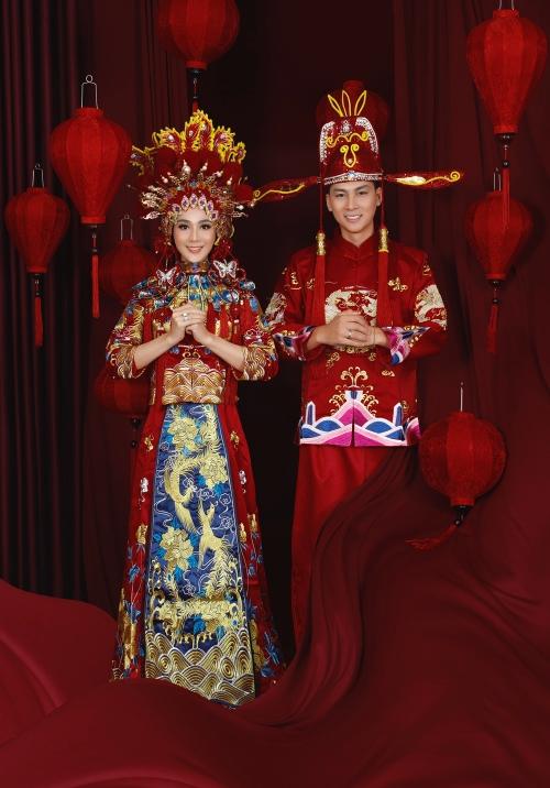 Lâm Khánh Chi hạnh phúc bên chồng.