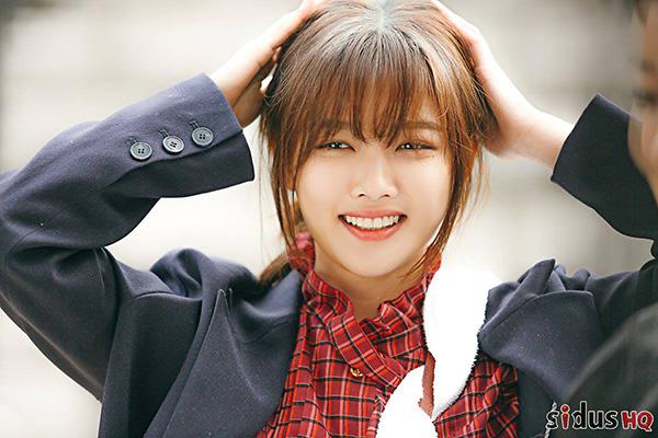 Vào tháng 11, bộ phim Clean With Passion For Now được phát sóng và nhan sắc của Kim Yoo Jung trở thành chủ đề hot trên các mạng xã hội. Em gái quốc dân đốn tim khán giả bằng nét đẹp trong trẻo, đầy sức sống trong phim mới.