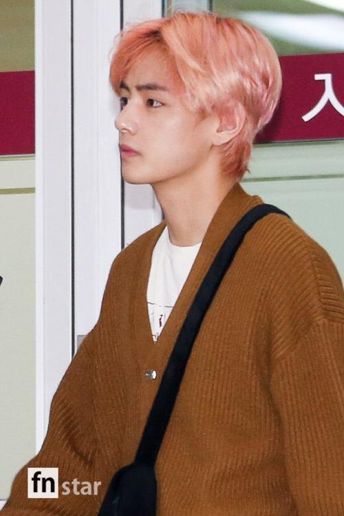 Không nhiều nam idol tại Hàn sở hữu chiếc mũi thẳng tắp tự nhiên như V.