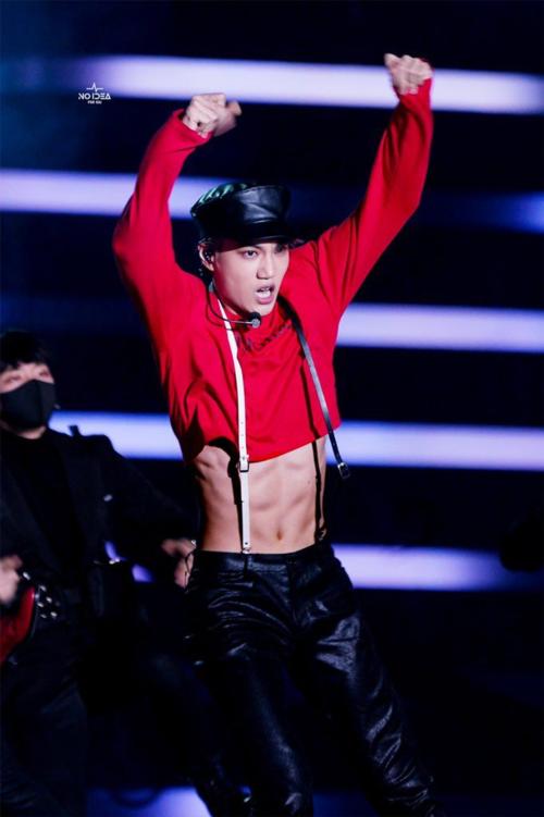 ... và Kai (EXO) là một trong những nam idol hot nhất chương trình.