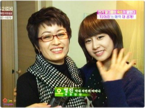 Ảnh chụp mẹ con Ji Yeon năm 2009.
