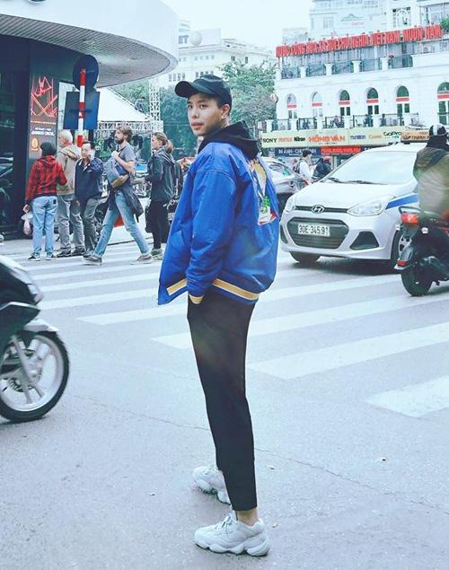 Trịnh Thăng Bình mặc đồ đông bảnh bao check-in ở Hà Nội.