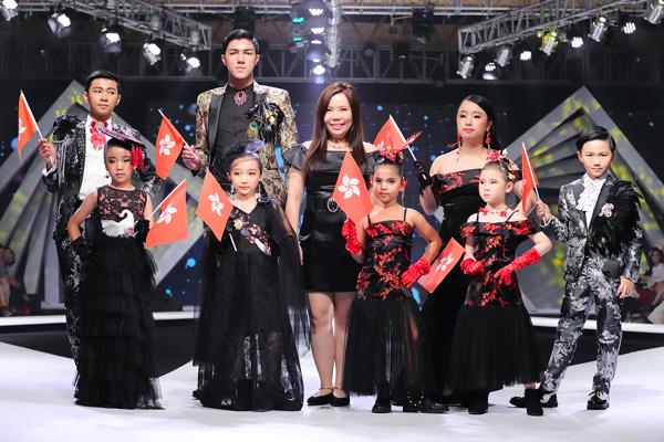 BST Lost prince & princess collection của NTK Vita Chan là điểm nhấn thú vị của chương trình. Ý tưởng thiết kế xuất phát từ chính ngôi nhà hiện tại của NTK là Hong Kong và quê hương Thái Lan. Sự kết hợp của hai nền văn hóa khác nhau tạo nên những bộ trang phục mang tinh thần hiện đại xen lẫn cổ điển. Hình ảnh hoa và chim của Trung Quốc xuất hiện đẹp mắt trên nền các màu sắc chủ đạo như đen, đỏ, vàng. Các mẫu nhí từ Hong Kong xuất hiện và catwalk tự tin trên sàn diễn, tạo nhiều bất ngờ cho khán giả.