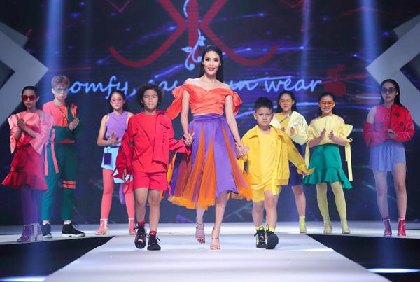 Tối ngày 26/12/2018, sự kiện Asian Kids Fashion Show diễn ra tại trung tâm hội nghị White Place, quy tụ hàng trăm mẫu nhí cùng nhiều nhà thiết kế nổi tiếng đến từ Việt Nam, Indonesia, Malaysia, Ấn Độ, Thái Lan và Hong Kong