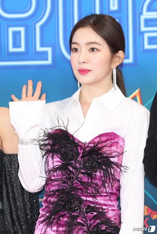 So với sự kiện ở đài SBS, Irene mặc vô cùng kín đáo.