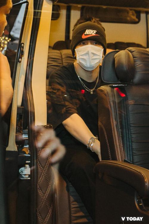 Dong Hyuk cũng là một trong những thành viên khiến các fan cảm thấy... dễ thở.