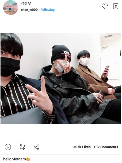 3 thành viên iKON chụp tự sướng chào Việt Nam trước khi lên đường đến TP HCM.