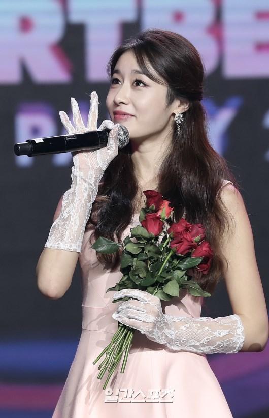 <p> Chương trình có sự góp mặt của 3 tên tuổi Kpop là iKON, Mamamoo và Ji Yeon. Cựu thành viên T-ara xuất hiện đầu tiên, mang đến người hâm mộ bản live <em>Đẹp nhất là em </em>cùng Soobin Hoàng Sơn.</p>