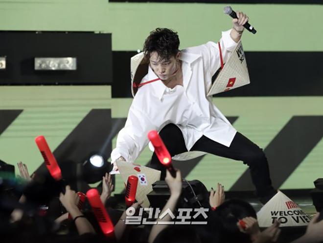 <p> Bobby, Yun Hyeong, B.I đội nón tiếp tục quẩy với ca khúc hiphop Rythym Ta.</p>