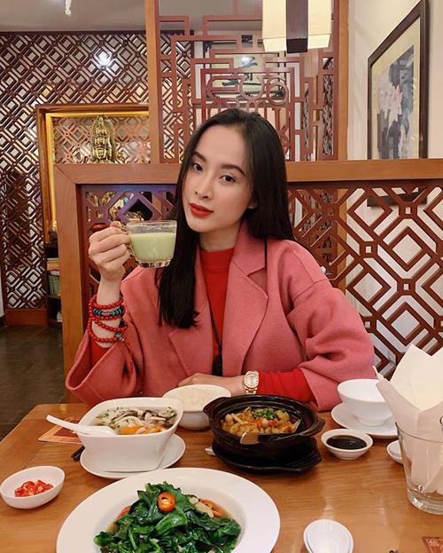Angela Phương Trinh ra Hà Nội vẫn giữ nguyên thói quen ăn chay để giữ dáng.