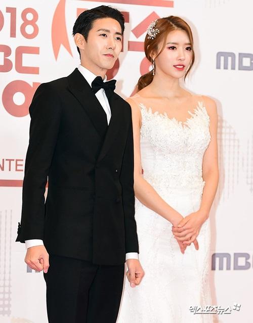 Cô nàng sánh đôi cùng Kwang Hee - người vừa xuất ngũ.