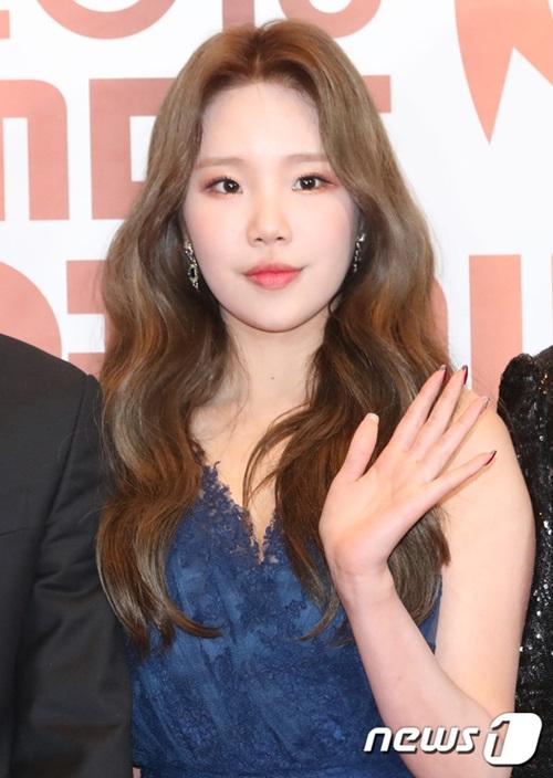 Jooe (Momoland) xinh đẹp trên thảm đỏ. Nữ ca sĩ tham gia show thực tế Real Men.