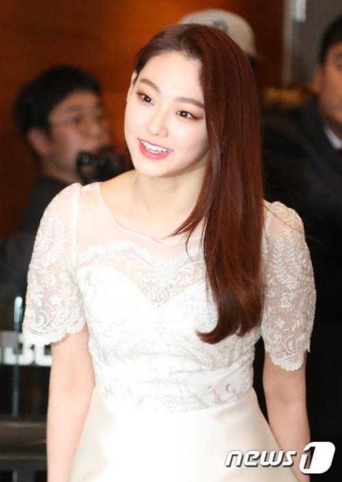 Mina đã có một năm bận rộn với việc ca hát cùng nhóm Gugudan, đóng phim và cả tham gia show thực tế.
