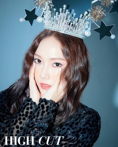 Jessica lộng lẫy với chiếc vương miện nữ hoàng băng giá.