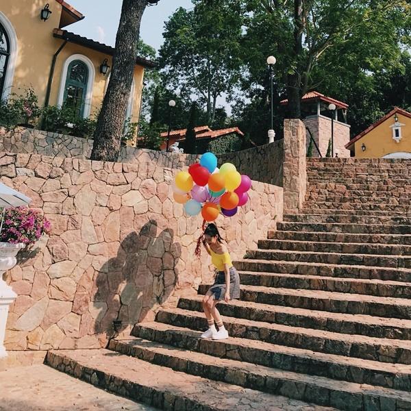 Sun Mi chia sẻ khoảnh khắc đẹp và đầy màu sắc, mang cảm giác ấm áp đến cho các fan.