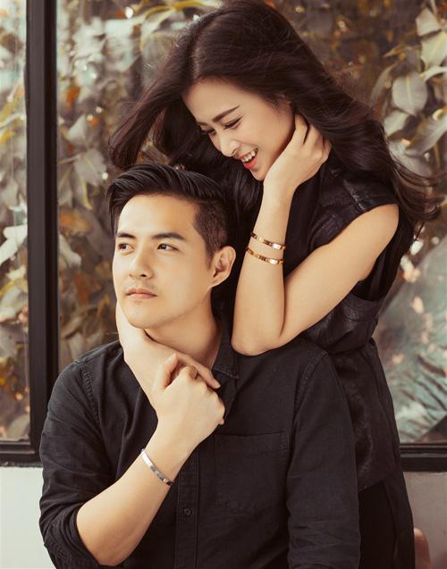 Ông Cao Thắng và Đông Nhi từng thể hiện tình yêu vững bền bằng cách cùng đeo vòng tay Love của Cartier.