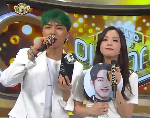 Nếu những couple tin đồn trên chưa đủ đô với fan thì đây chính là cú sốc cực mạnh: Mino (Winner) và Ji Soo (Black Pink). Sau khi Jennie xác nhận hẹn hò, các fan Ji Soo rất lo lắng bởi từng có nhiều tin đồn khẳng định cả Jennie  Ji Soo đều đã có bạn trai. Thử tưởng tượng xem người ấy là Mino thì fan YG sẽ... chấn động tới mức nào.