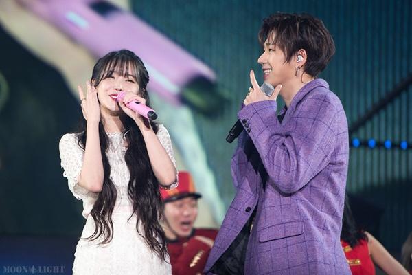 Fan Kpop đều chẳng lạ lùng gì với tình bạn thân thiết của rapper Zico và nữ hoàng nhạc số IU. Tuy nhiên nếu như couple này hẹn hò thật thì chắc chắn sẽ gây sốc tới không ít người.