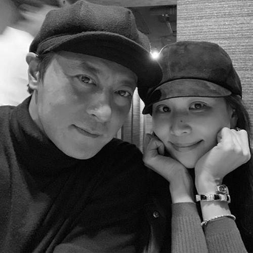 Cặp vợ chồng Jang Dong Gun - Go So Young tung ảnh ngọt ngào.