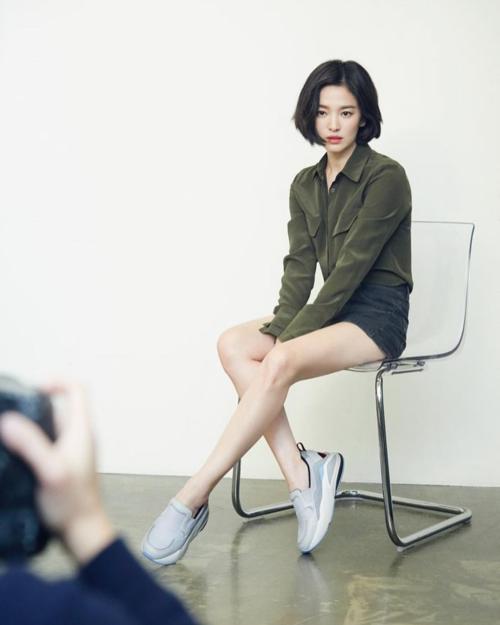 Ai nghĩ Song Hye Kyo để tóc ngắn là bước lùi nhan sắc thì nên xem bộ ảnh này - 3