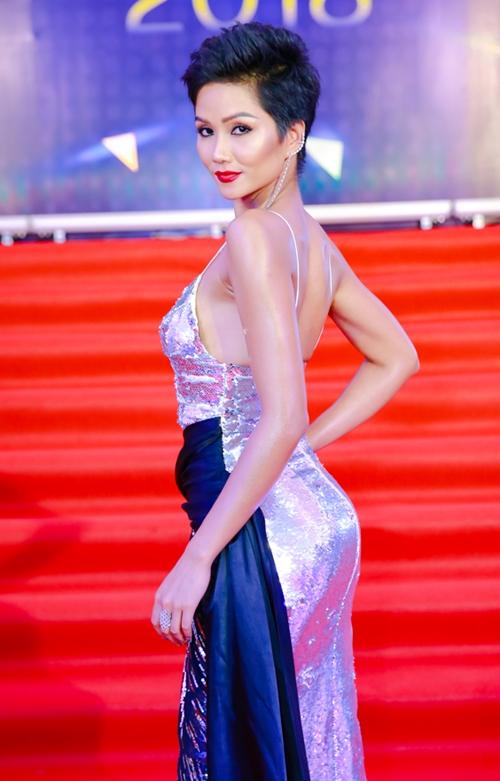 Từ sau khi lọt top 5 Miss Universe 2018, người đẹp Tây Nguyên ngày càng đắt show.