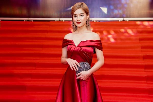Hoàng Yến Chibi run run nhận giải thưởng nhờ cơn sốt Nụ hôn đánh rơi - 1