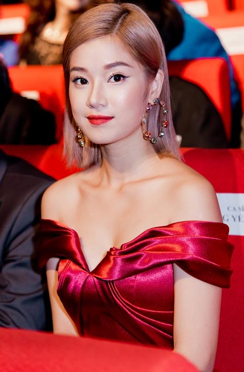 Hoàng Yến Chibi run run nhận giải thưởng nhờ cơn sốt Nụ hôn đánh rơi - 6