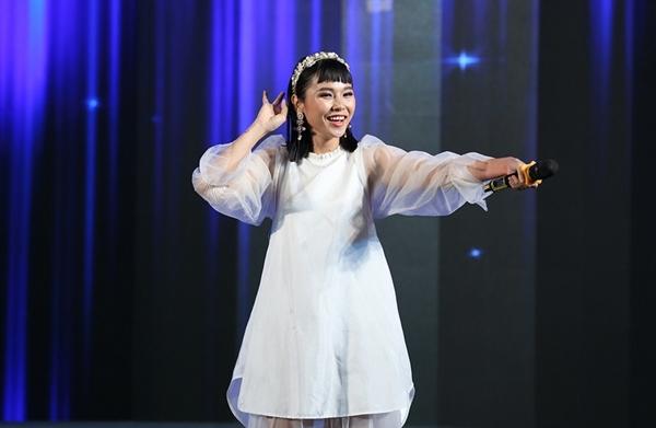 Ca sĩ Trương Thảo Nhi thể hiện hit Bốn chữ lắm nhí nhảnh và một sáng tác mới toanh Nếu em là cô ấy.