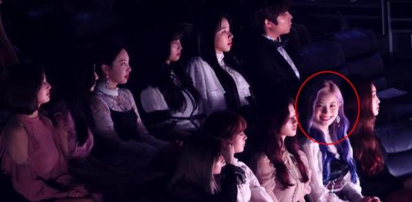 Trong khi fan của các girlgroup đang nơm nớp lo sợ tin hẹn hò của idol mình sẽ bị Dispatch khui bất cứ lúc nào, fan của Da Hyun (Twice)lại tỏ ra khá... tự tin. Cô nàng có một thị lực thuộc hàng siêu nhân khi bắt camera cực đỉnh.