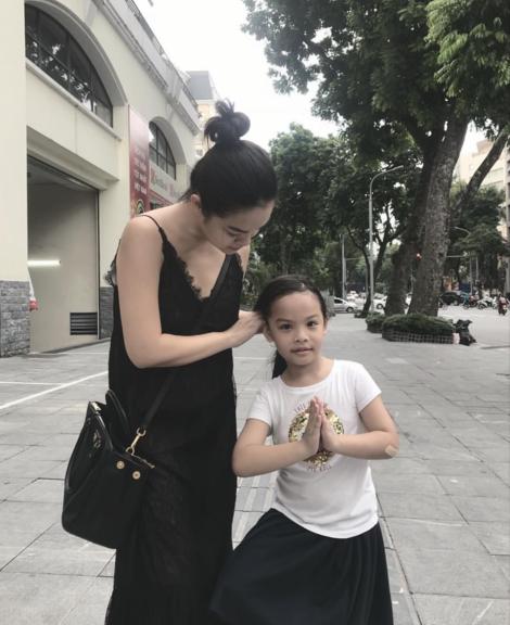 Phạm Quỳnh Anh và con gái.
