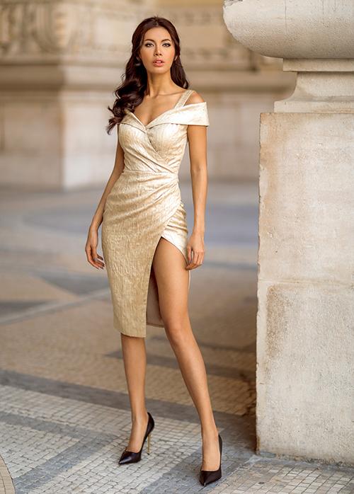 Khi chọn đầm phù hợp, cô khoe được thân hình tựa nữ thần.