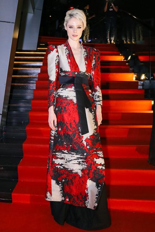 Cái tên Phương My cũng là lựa chọn được tin tưởng của nhiều mỹ nhân quốc tế khi lên thảm đỏ các sự kiện lớn. Coco Rocha từng mặc đồ của nhà thiết kế Việt này khá nhiều lần, sau đó vì mối quan hệ thân tình còn hợp tác cùng tài năng Việt Nam trong một bộ ảnh thời trang.