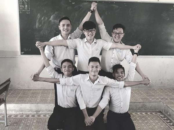 Giới trẻ Việt điên đảo bắt trend xếp hình đầu năm 2019