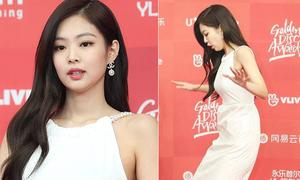 Golden Disk Awards 2019: Jennie lộ cằm nọng, suýt ngã trên thảm đỏ