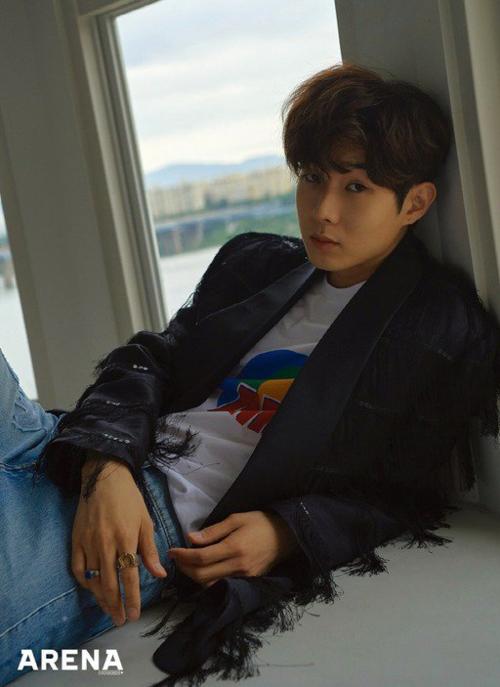 Sau vai phụ trong Train to Busan, Choi Woo Shik đã trở thành gương mặt đầy triển vọng của điện ảnh Hàn Quốc. Mặc dù vậy, nếu đến từ một nhóm nhạc thần tượng, anh chắc chắn sẽ còn nổi tiếng hơn nữa.